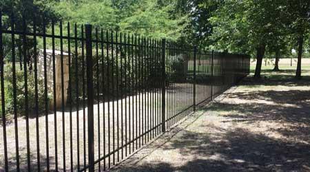 Prix d\'une clôture en fer forgé | Coût moyen & Tarif de pose