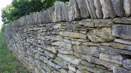Prix d'une clôture en pierre sèche
