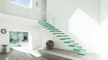 Prix d'un escalier suspendu verre et métal