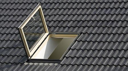 Prix d 39 un velux co t moyen tarif de pose prix pose for Dimension fenetre de toit standard
