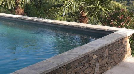Prix d'une margelle de piscine en béton