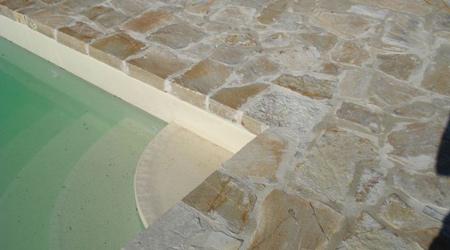 Prix d'une margelle de piscine en pierres reconstituées