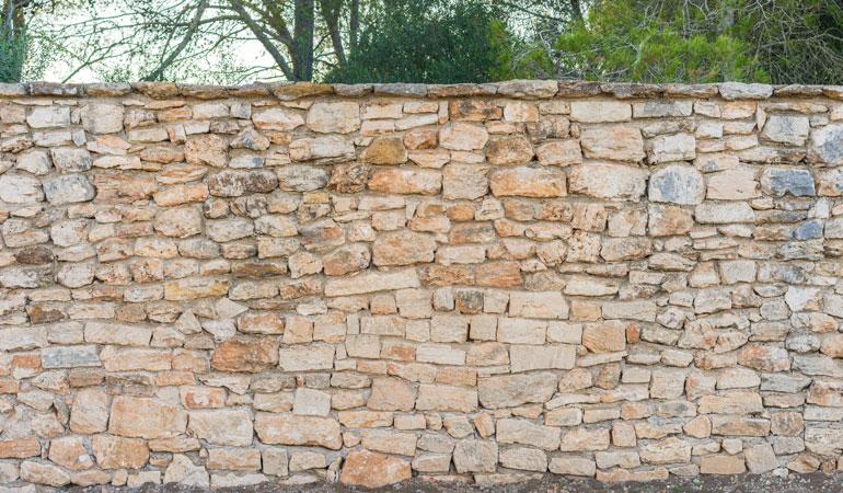 Prix d'un mur de clôture en pierre naturelle