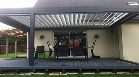 prix d 39 une pergola bioclimatique tarif moyen co t d 39 installation. Black Bedroom Furniture Sets. Home Design Ideas