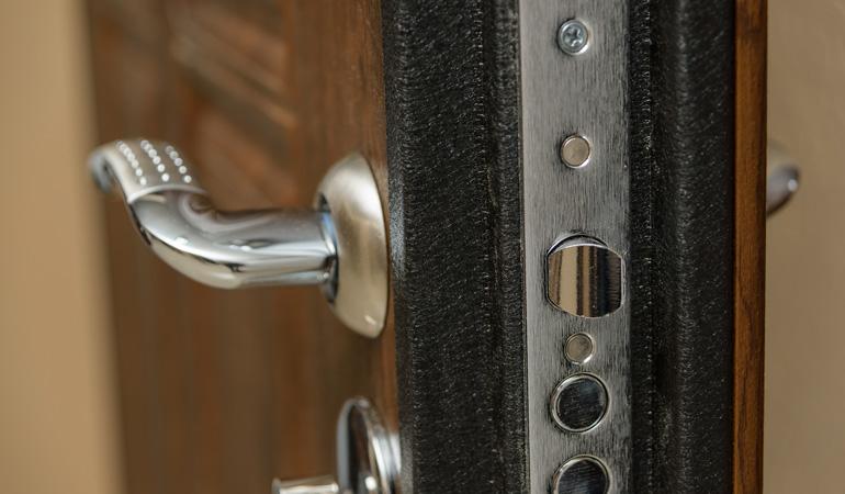 Tarif d'une porte d'entrée en aluminium selon les performances