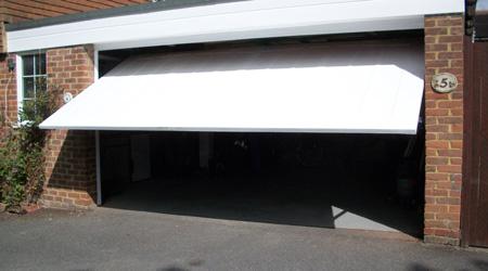 Prix d'une porte de garage basculante en acier