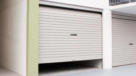 Prix d 39 une porte de garage enroulable co t moyen tarif - Porte de garage enroulable aluminium ...