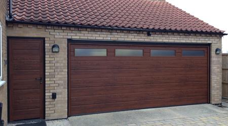 Prix d 39 une porte de garage avec portillon co t moyen for Prix moyen d une vidange au garage