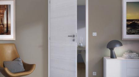 Renover porte interieur great changer ses portes for Pose de porte interieur