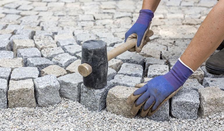 Prix de pose de pavés en pierre naturelle