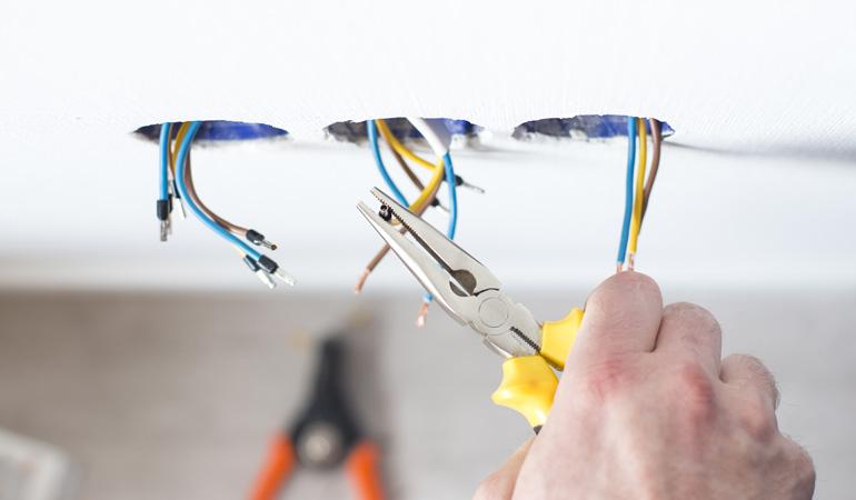 Quel est le prix d'une rénovation électrique au m²