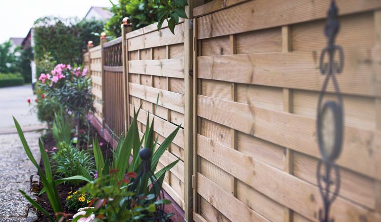 Quel est le prix d'une clôture bois selon les styles