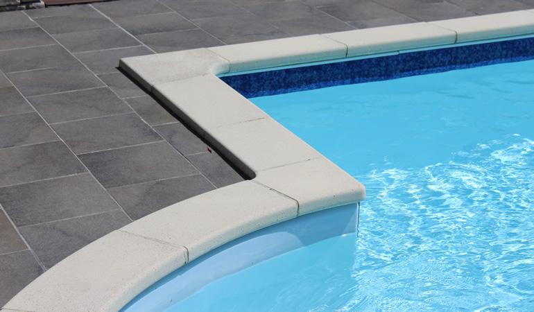 Quel est le prix d'un liner de piscine au m² selon les épaisseurs