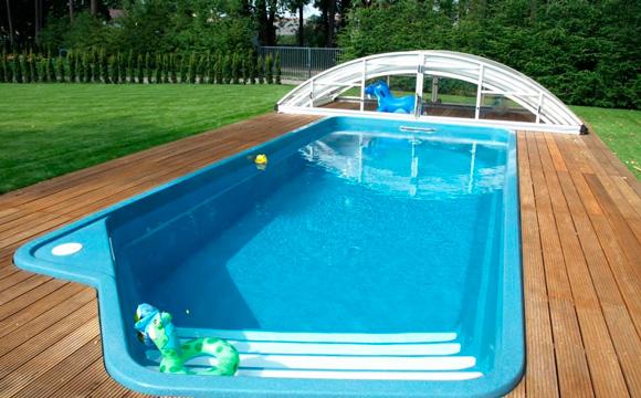 Rénover la couverture d'une piscine