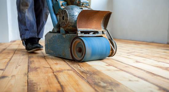 Comment rénover un parquet en cas de dégâts