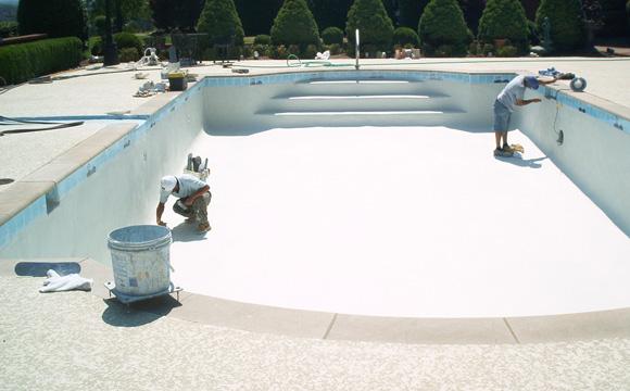 Réparer les fissures d'une piscine béton