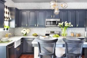 Repeindre ses meubles de cuisine, une rénovation économique