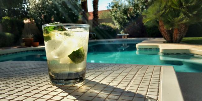 Résoudre les problèmes d'eau verte dans une piscine