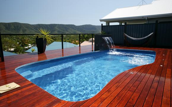 Restaurer l'aspect neuf d'une piscine bois