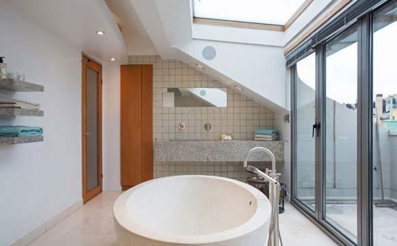 Salle de bain sous combles : Nos idées d\'aménagement