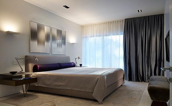 Des rideaux pour aménager une chambre