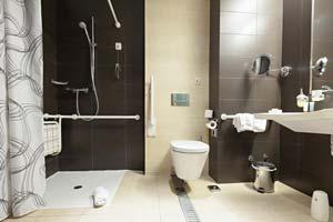 Aménager une salle de bain pour une personne âgée
