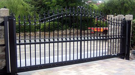 Prix d'un portail coulissant en acier ou en fer forgé