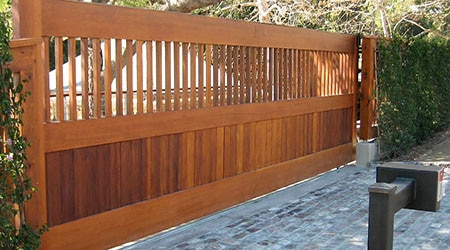 Prix d'un portail sur mesure en bois