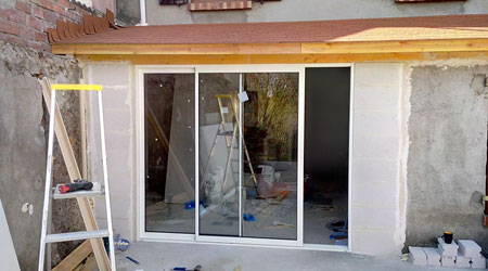 Prix d 39 une baie vitr e co t moyen tarif de pose prix pose - Comment poser une vitre sur une porte ...