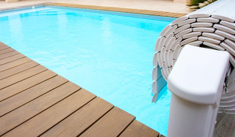 Volet roulant de piscine hors sol en bout de bassin